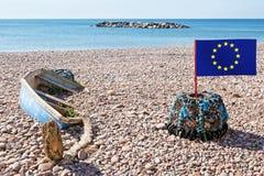 EU-hummerkruka på den ensamma stranden Brexit kommentar som är lätt att få in i Begrepp arkivfoto