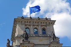 EU kennzeichnen auf Reichstag stockfotografie