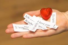 Eu te amo As palavras, impressas no papel nas línguas diferentes o Imagem de Stock