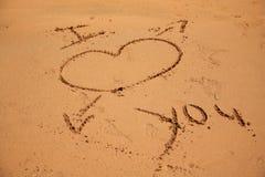 Eu te amo escrito na areia Imagem de Stock