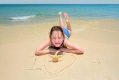 Eu te amo escrito na areia Fotografia de Stock