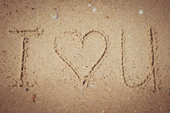 Eu te amo escrito na areia Imagens de Stock