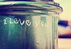 Eu te amo escrito no cargo da lâmpada de rua Imagem de Stock