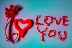 Eu te amo fundo Vermelho no branco Fundo do dia do Valentim postcard fotos de stock royalty free