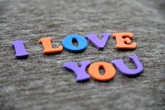 Eu te amo palavra com letras Fotografia de Stock Royalty Free