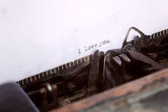 Eu te amo tipo de mensagem na máquina de escrever velha Imagem de Stock Royalty Free
