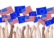 EU und amerikanische Flaggen Stockfotos