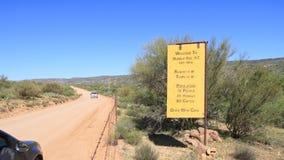 EUA: Campo no Arizona - estrada para tropeçar a abelha Foto de Stock