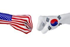 EUA e bandeira de Coreia do Sul Luta do conceito, competição do negócio, conflito ou eventos desportivos imagens de stock royalty free