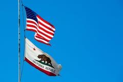 EUA e bandeiras do estado de Califórnia foto de stock