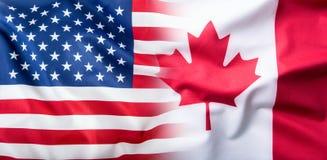 EUA e Canadá Os EUA embandeiram e bandeiras de Canadá Fotografia de Stock
