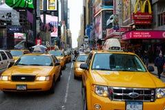 29 03 2007, EUA, New York: Engarrafamentos do táxi amarelo imagem de stock