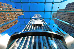 12 03 2011, EUA, New York: O mainstore Apple Store na 5a avenida Fotografia de Stock