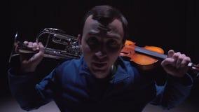 Euforia musical El compositor compuso una sinfonía almacen de metraje de vídeo