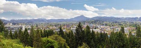 Eugene Downtown från Skinner Butte Park Panorama Arkivbild
