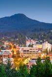 Eugene, Skyline Oregons, USA mit Skinner Butte lizenzfreie stockfotos