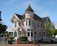 EUREKA CA - JULI 23, 2017: Den rosa damen, ett historiskt viktorianskt hem, är en populär turist- destination royaltyfria foton