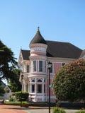 EUREKA CA - JULI 23, 2017: Den rosa damen, ett historiskt viktorianskt hem, är en populär turist- destination arkivbilder