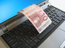 Euro 10 en la computadora portátil Imagen de archivo libre de regalías