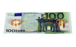 euro 100 con due anelli di cerimonia nuziale Immagini Stock Libere da Diritti