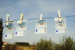 Euro 20 auf der trocknenden Zahnstange Lizenzfreies Stockfoto