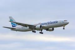 Euro-Atlantisch Boeing 767-300 Stock Foto's