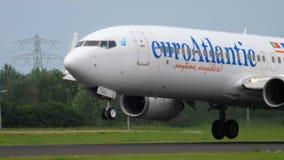Euro atterrissage d'Atlantic Airways Boeing 737 banque de vidéos