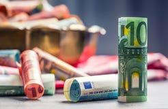 Euro banconote degli euro soldi in ciotola bronzea Fotografie Stock Libere da Diritti
