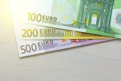 Euro Banconote di carta dell'euro delle denominazioni differenti - 100, Fotografia Stock