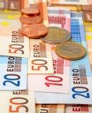 Euro banconote e monete Immagini Stock
