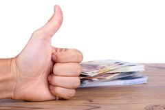 Euro banconote sui soldi di risparmio della mano dell'uomo Fotografia Stock