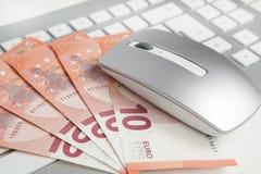 50 euro banconote sulla tastiera Fotografia Stock Libera da Diritti