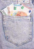 Euro banconote in tasca grigio scuro dei jeans Fotografia Stock Libera da Diritti