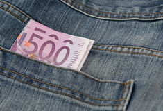 Euro banconote in tasca PF un tralicco Fotografie Stock