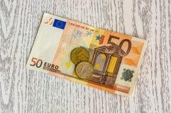 Euro bankbiljet en euro muntstukken Royalty-vrije Stock Afbeelding