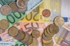 Euro bankbiljet en euro muntstuk Stock Foto's