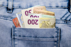 Euro bankbiljetten in de zak Stock Foto's
