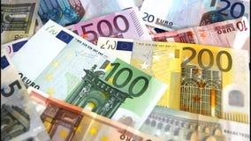 Euro bankbiljetten die wegvliegen stock videobeelden