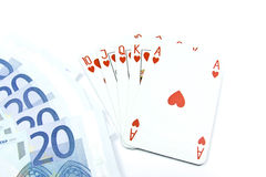 Euro bankbiljetten en holdem pookkaarten Stock Afbeelding