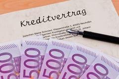 Euro bankbiljetten en kredietovereenkomst stock foto's