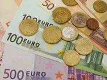 Euro bankbiljetten en muntstukken Royalty-vrije Stock Afbeeldingen