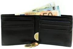 Euro bankbiljetten en muntstukken Geld in de portefeuille Economie in Europa stock foto's