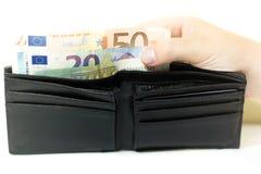 Euro bankbiljetten en muntstukken Geld in de portefeuille Economie in Europa royalty-vrije stock fotografie