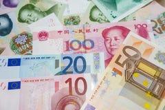Euro bankbiljetten en Yuan Royalty-vrije Stock Afbeeldingen