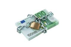 Euro bankbiljetten met een slot en een ketting. Royalty-vrije Stock Foto's
