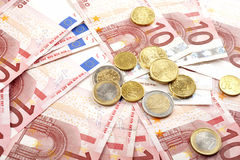 Euro bankbiljetten met muntstukken Stock Fotografie