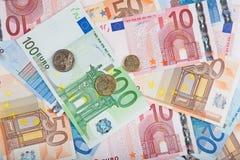 Euro bankbiljetten met muntstukken Royalty-vrije Stock Afbeelding