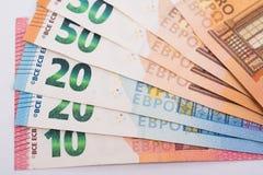 Euro bankbiljetten op Witboek Stock Foto