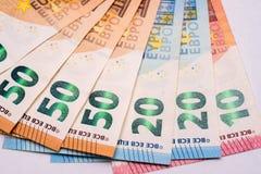 Euro bankbiljetten op Witboek Stock Afbeelding