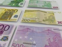 Euro bankbiljetten over wit Stock Afbeelding